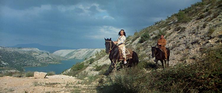 Winnetou et Old Shatterhand se rendent au camp des Apaches.